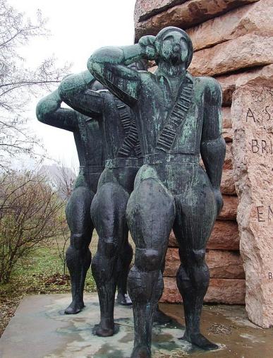 22.1259189437.4_statue-park