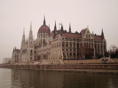 22.1259189437.parliment